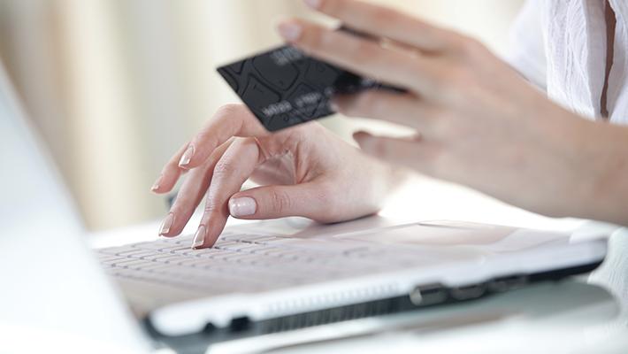 revisa-historial-de-credito-para-mejorar-tarifas-de-seguro-de-auto