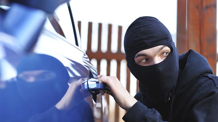 ladron-de-autos-6-consejos-evitar-robos-interna