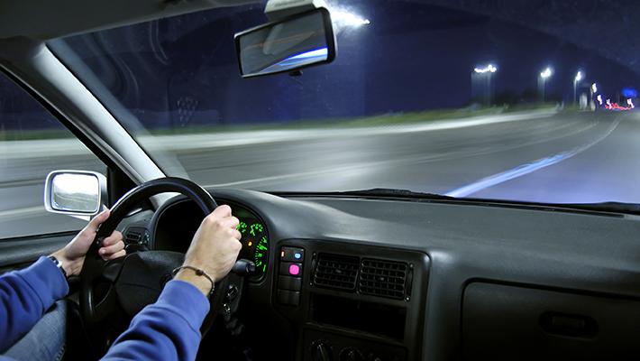 conducir-de-noche-consejos