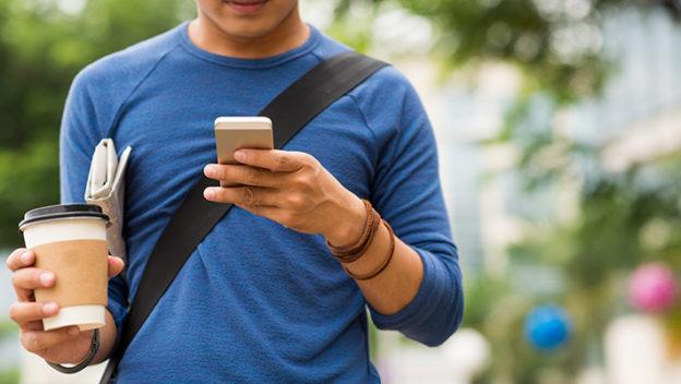 riesgo-de-cruzar-calles-usando-teléfono