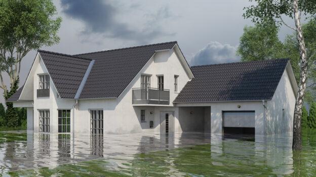 vista exterior de casa inundada con seguro